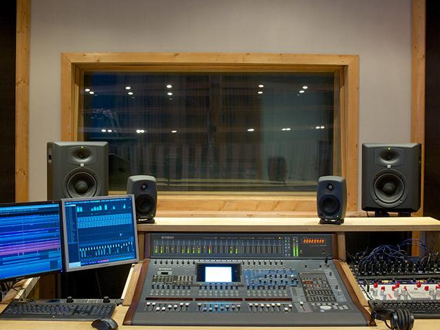 redeye stuudio control room